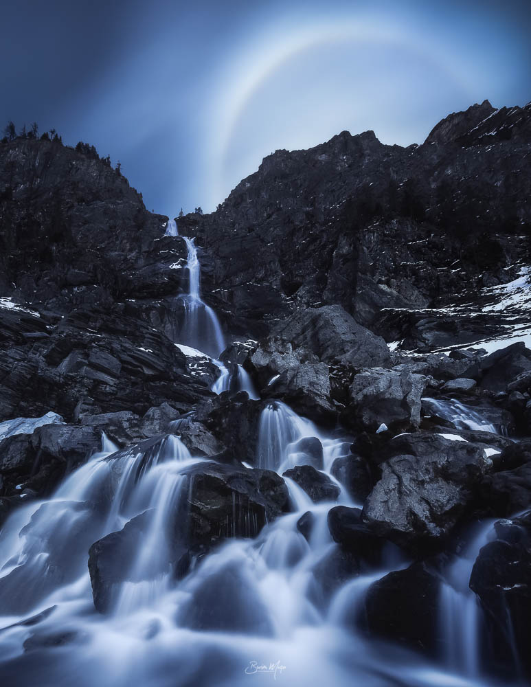 Moonrise at the waterfall